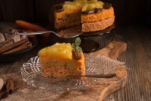 gluten-free vegan carrot cakeの写真素材 [FYI00658810]