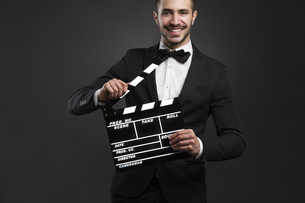 Man holding a clapboardの写真素材 [FYI00658958]