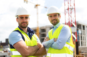 Portrait of an attractive worker and an architect on a construction siteの写真素材 [FYI00659402]
