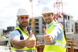Portrait of an attractive worker and an architect on a construction siteの写真素材 [FYI00659408]