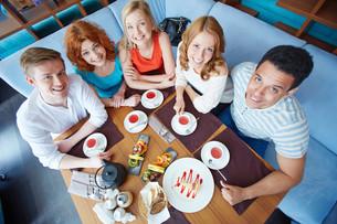 Dessert in cafeの写真素材 [FYI00659795]