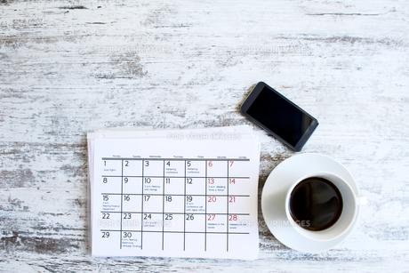Checking monthly activities in the calendarの写真素材 [FYI00659858]