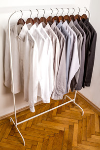 Several shirts on a hanger.の写真素材 [FYI00659870]