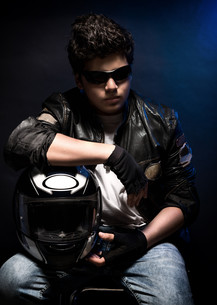 Stylish teen biker portraitの写真素材 [FYI00660120]