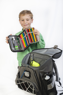 6-year-old boy with schoolbag and pencil caseの写真素材 [FYI00660261]