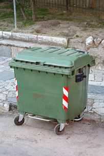 Green Garbage Containerの写真素材 [FYI00660562]