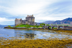 Eilean Donan Castle in Scotland, UKの写真素材 [FYI00660599]