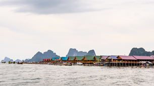 Pier and floating restaurant at Koh Panyee islandの写真素材 [FYI00660708]