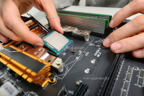 assembling computer parts,closeupの素材 [FYI00660747]