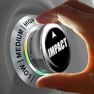 Hand rotating a button and selecting the level of impact.の写真素材 [FYI00660754]