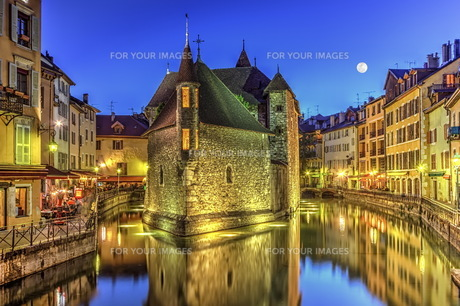 Palais de l&#39 Ile jail and canal in Annecy old city, France, HDRの写真素材 [FYI00660764]