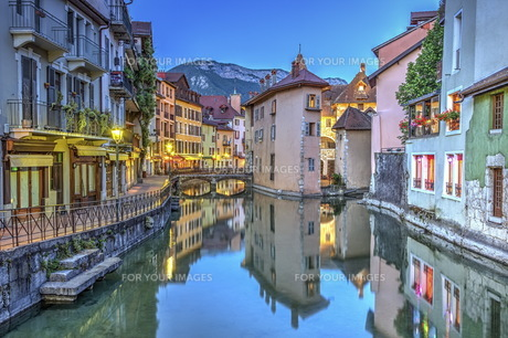 Quai de l&#39 Ile and canal in Annecy old city, France, HDRの写真素材 [FYI00660768]