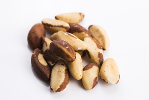 brasil nuts isolated on white backgroundの写真素材 [FYI00660941]