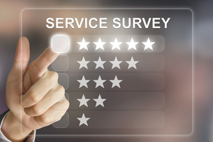 business hand pushing service survey on virtual screenの写真素材 [FYI00661391]