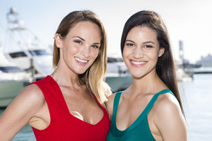 Two women posing in marina harbor, yachts on background.の写真素材 [FYI00661829]