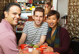 Three People in Cafeの写真素材 [FYI00661905]