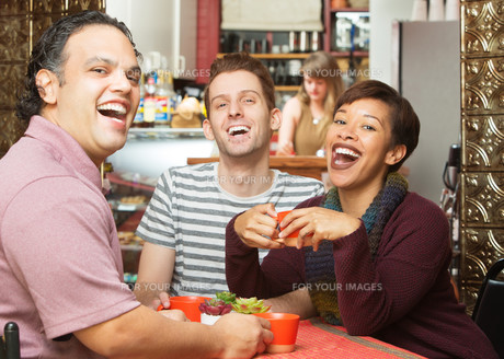 Laughing Group in Cafeの写真素材 [FYI00661906]