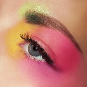 Cosmetics. Mascara. Woman's Eye with Colorful Makeupの写真素材 [FYI00661959]