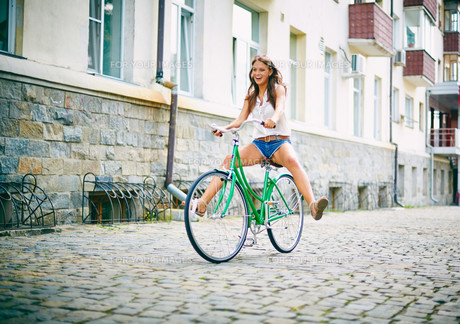 Riding bicycleの素材 [FYI00662186]