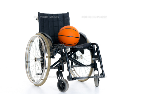 wheelchair with ballの写真素材 [FYI00662230]