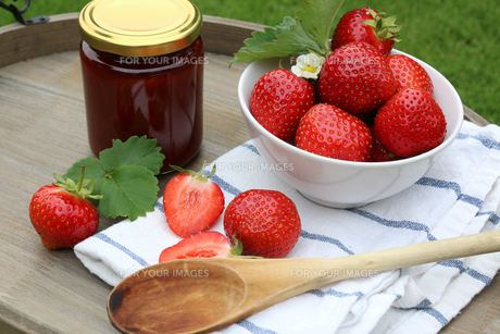 fresh strawberries and jamの写真素材 [FYI00662461]