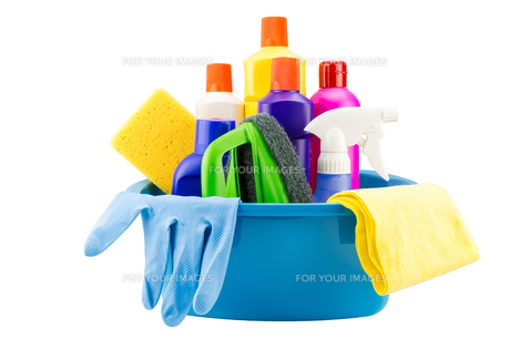 Cleaning tools in bucket on white backgroundの素材 [FYI00662521]