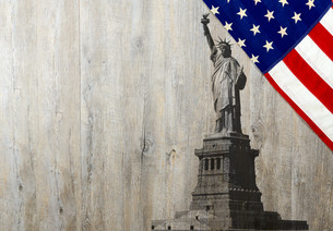 Flag of the United States of America with Statue of Libertyの写真素材 [FYI00662577]