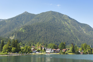 View to Walchensee and Herzogstandの写真素材 [FYI00662608]