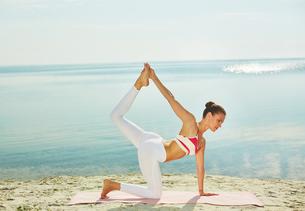 Yoga at leisureの写真素材 [FYI00662625]