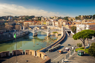 View on Tiber river in Romeの写真素材 [FYI00662634]