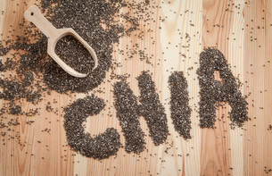 chia seeds in a rustic spoonの写真素材 [FYI00662720]