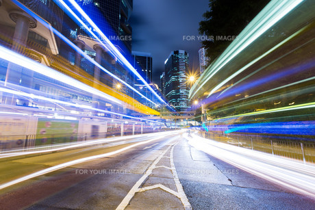 Hong Kong busy traffic on road at nightの写真素材 [FYI00662753]