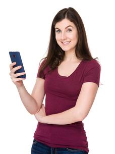 Caucasian woman use of mobile phoneの写真素材 [FYI00662835]