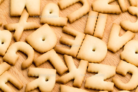 Baked letter biscuitの写真素材 [FYI00662875]