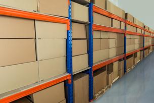 Warehouse Shelf With Cardboard Boxesの写真素材 [FYI00662943]
