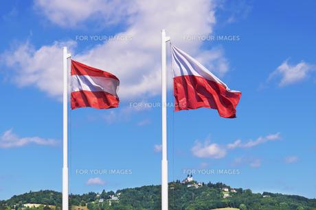 Austria flags Linzの写真素材 [FYI00662990]