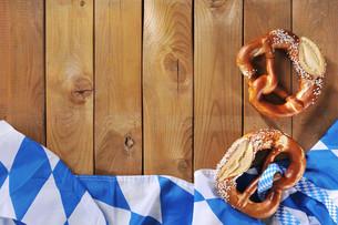 bavarian flag with pretzelsの写真素材 [FYI00663023]
