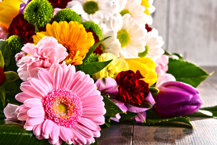 Composition with bouquet of flowersの写真素材 [FYI00663056]