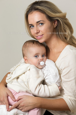 Mother and Babyの写真素材 [FYI00663140]