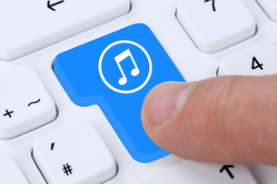 computer concept listening music download streaming and buy on the internetの写真素材 [FYI00663190]