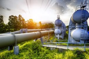 Glow light of petrochemical industry water tankの写真素材 [FYI00663265]