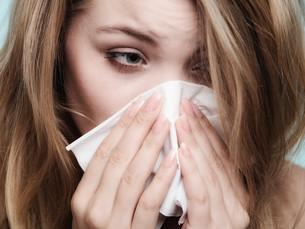 flu allergy. sick girl sneezing in tissue. healthの素材 [FYI00663386]