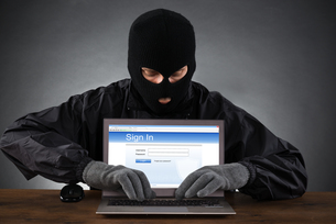Hacker Hacking Account On Laptopの写真素材 [FYI00663393]