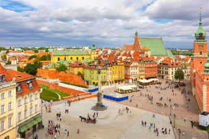 Aerial view of Castle Square in Warsaw, Poland.の写真素材 [FYI00663598]