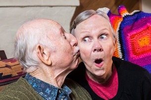 Elderly Gentleman Kissing Elderly Woman on Cheekの写真素材 [FYI00663627]