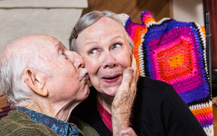 Elderly Gentleman Kissing Elderly Woman on Cheekの写真素材 [FYI00663632]