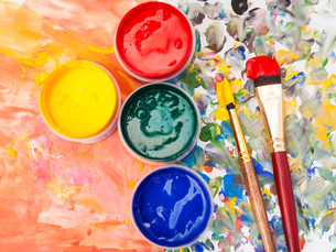 still life - watercolor palette, paint, brushesの写真素材 [FYI00663675]