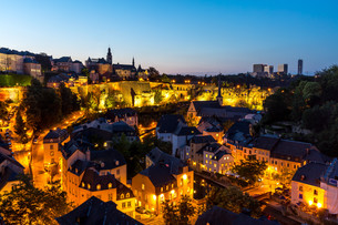 Luxembourg City downtown duskの写真素材 [FYI00663873]