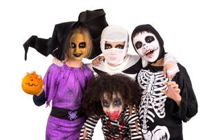 Kids in Halloween costumesの写真素材 [FYI00664177]
