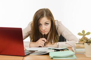 Very tired teacher checks homeworkの写真素材 [FYI00664249]